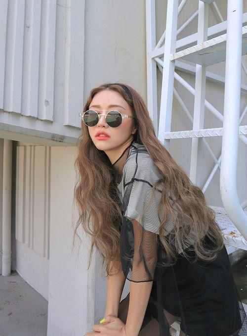 TOP xu hướng tóc dài xoăn đẹp cho nữ mới nhất hiện nay