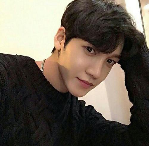 Những phong cách tóc nam Hàn Quốc đẹp tạo nên xu hướng cho mặt dài