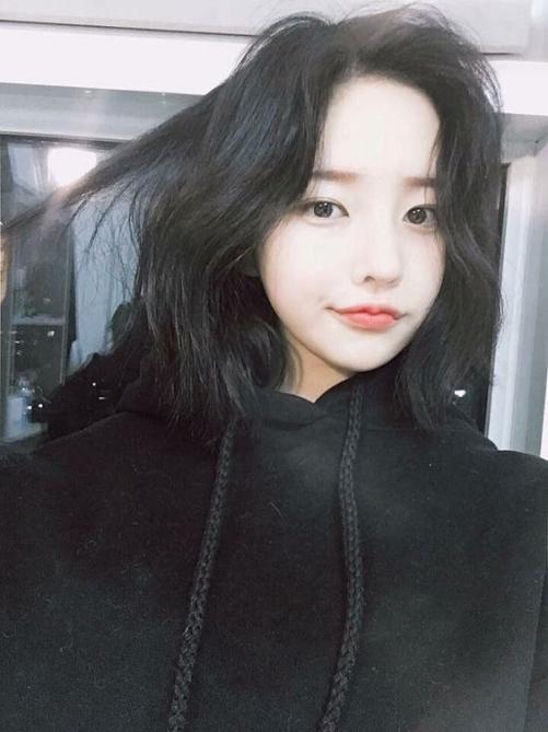 Tổng hợp 5 kiểu tóc rẽ ngôi nữ Hàn Quốc đẹp phù hợp mọi khuôn mặt