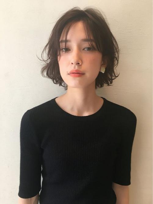 Các phong cách tóc ngắn xoăn cho nữ cá tính mới nhất hiện nay
