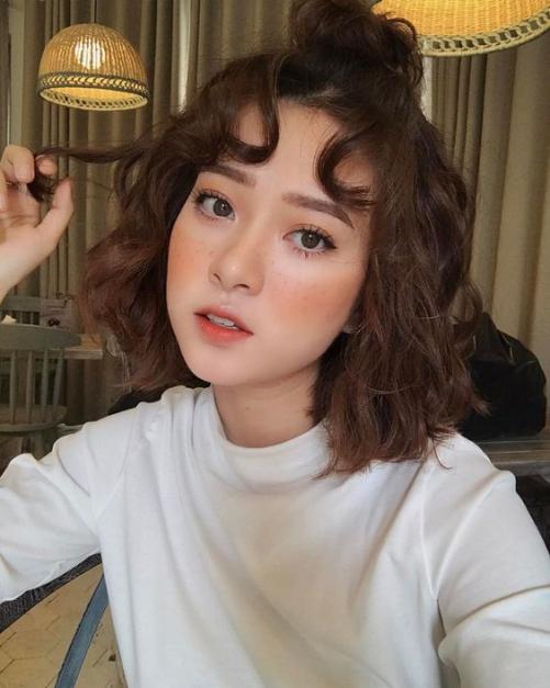 Những kiểu tóc nữ ngắn ngang vai xoăn phồng đang nắm bắt xu hướng 2019