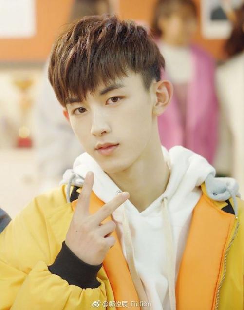 Các Style kiểu tóc nam mái ngắn được sao Hàn Quốc lăng xê