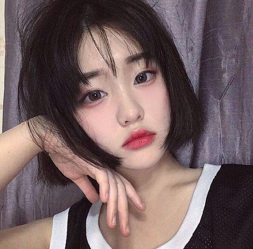 Những mẫu tóc nữ mái thưa cho mặt tròn đẹp mới nhất 2019