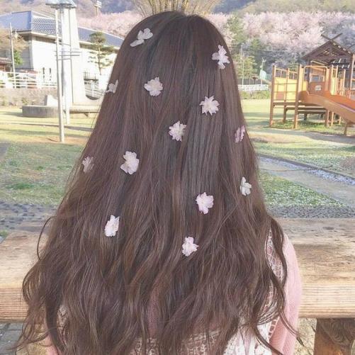 Nắm bắt xu hướng tóc nữ dài cá tính nhất 2019