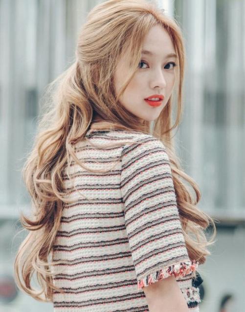Những hình tóc nữ dài đẹp đang thịnh hành và mới nhất hiện nay