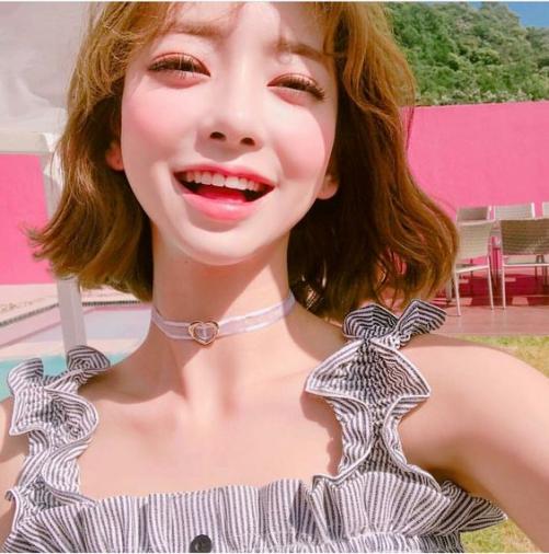 Các mẫu tóc uốn xoăn mái ngắn Hàn Quốc đẹp quyến rũ