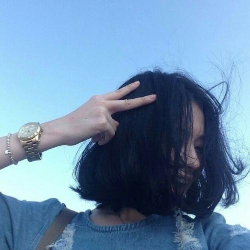 Chọn và lọc các kiểu tóc nữ mái ngắn uốn xoăn xù thể hiện cá tính trẻ trung