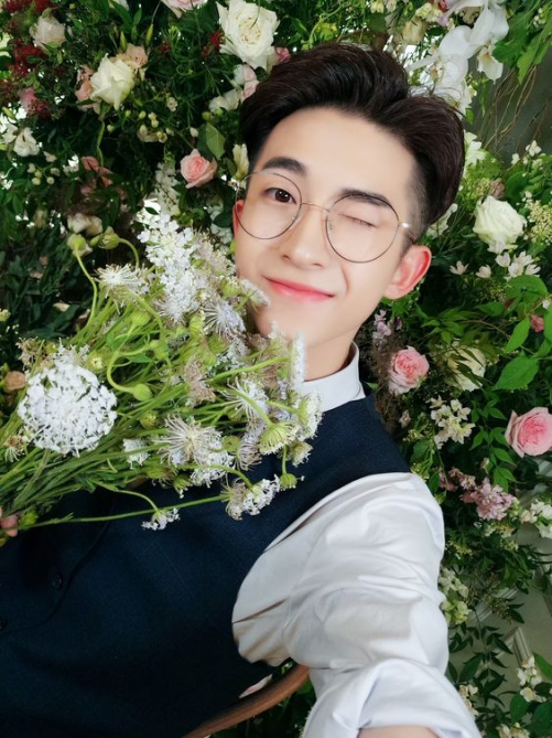 Kiểu tóc nam cạo gọn 2 bên đẹp như ngôi sao Hàn Quốc