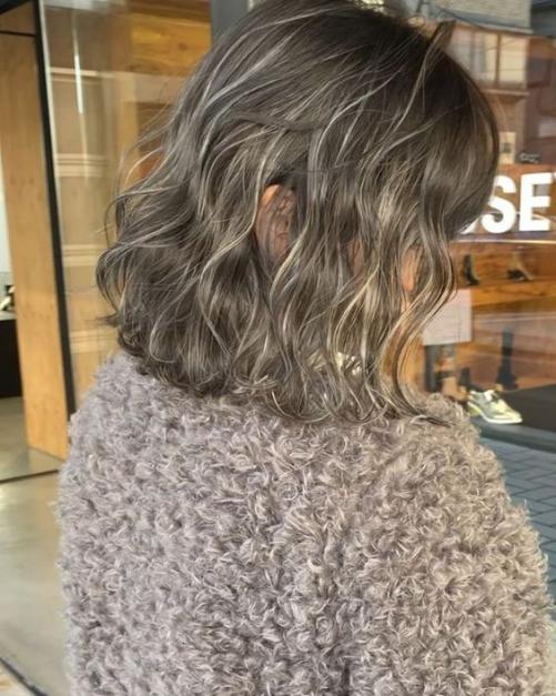 5 Xu hướng kiểu tóc ngắn uốn xoăn đẹp cho nữ mới và thịnh hành nhất 2019