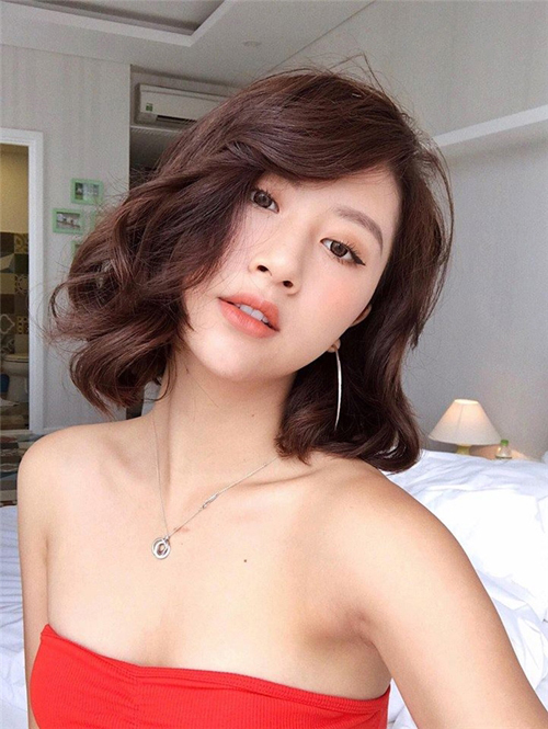 Kiểu tóc ngắn xoăn nhẹ đẹp - mẫu số 12