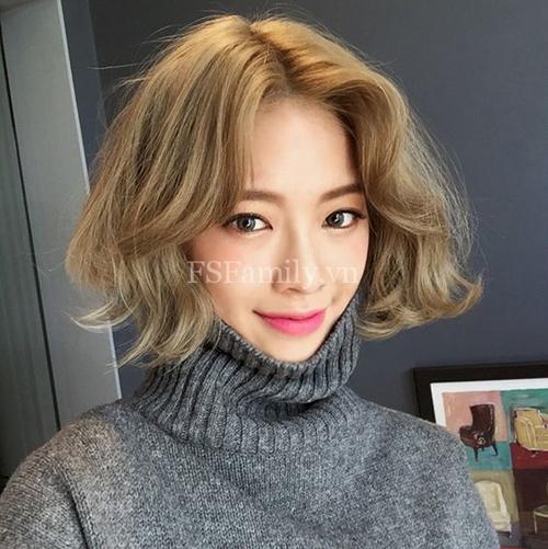 Kiểu tóc ngắn xoăn nhẹ đẹp - mẫu số 14