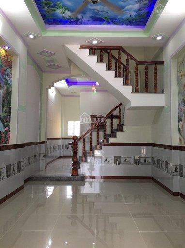 phòng khách nhà mới xây dựng xong nằm ngay chợ Phú Phong - Bình Chuẩn
