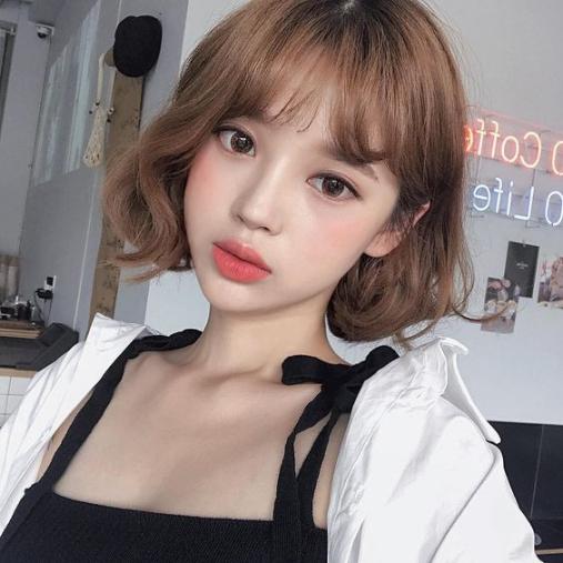kiểu tóc ngắn xoăn sóng nước thời trang 2019