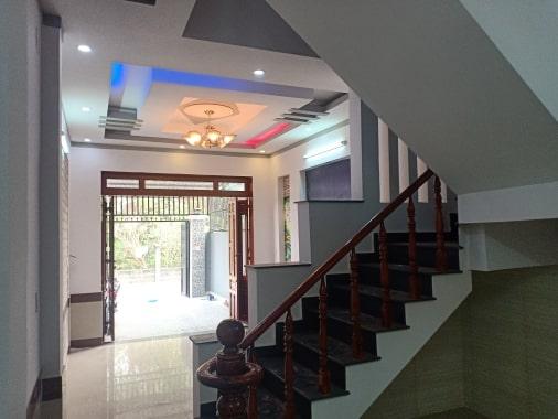 Phòng khách nhà mặt tiền đông hòa dĩ an