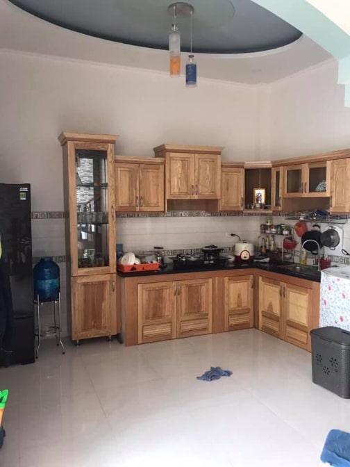 Mẫu tủ bếp đẹp nhà 1 trệt 1 lầu