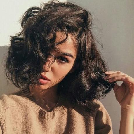 Kiểu tóc bob ngắn xoăn cả đầu đẹp cho nữ