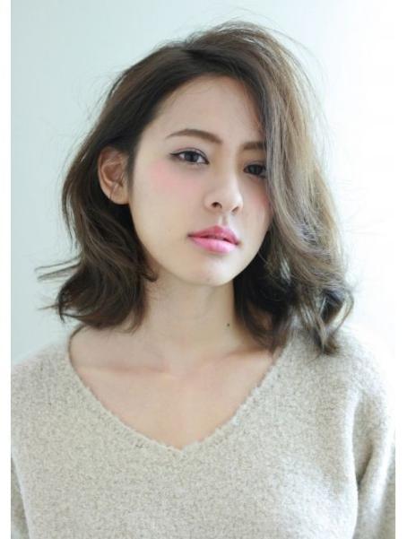 Kiểu tóc ngang vai mái dài đẹp nhất cho mặt tròn