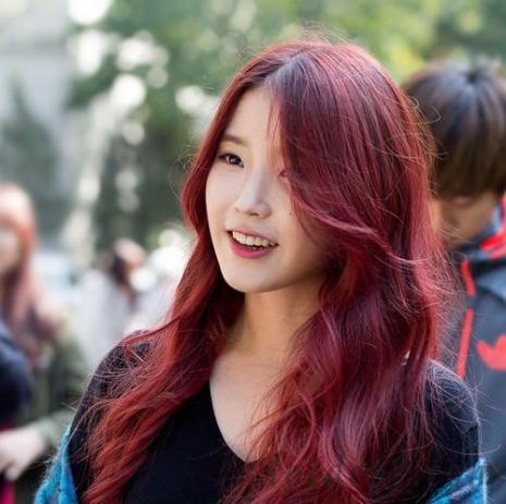 Nhuộm tóc dài màu đỏ tím đẹp số 3