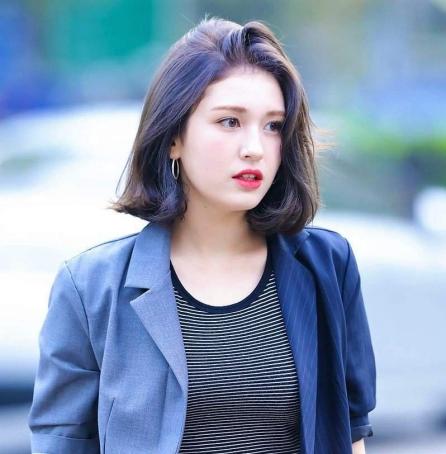 Kiểu tóc Hàn Quốc ngang vai không mái đẹp