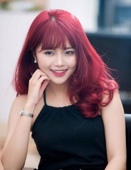 Kiểu tóc ngang màu đỏ tím đẹp nhất số 1