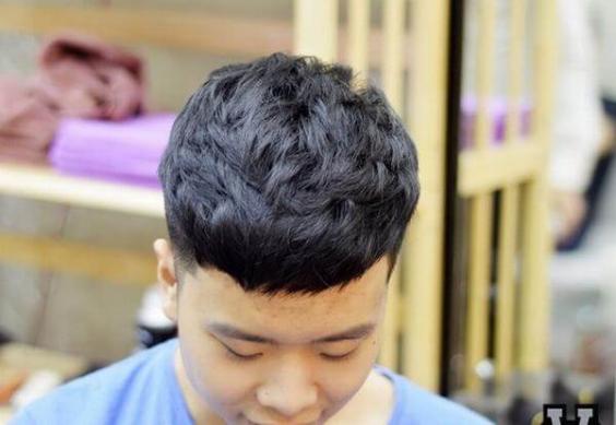 Thời trang những kiểu tóc nam đẹp nhất - Mẫu 10